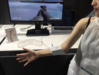 【アンリミテッドハンド】筋変位センサーによる電気刺激で触感を再現!腕に巻く新感覚コントローラー。