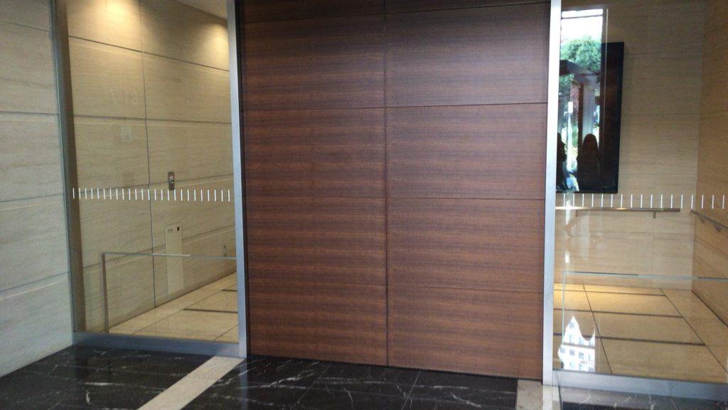 防御力の高そうな自動ドア